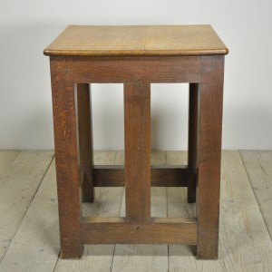 OAK SAFE STAND TABLE (10)CR